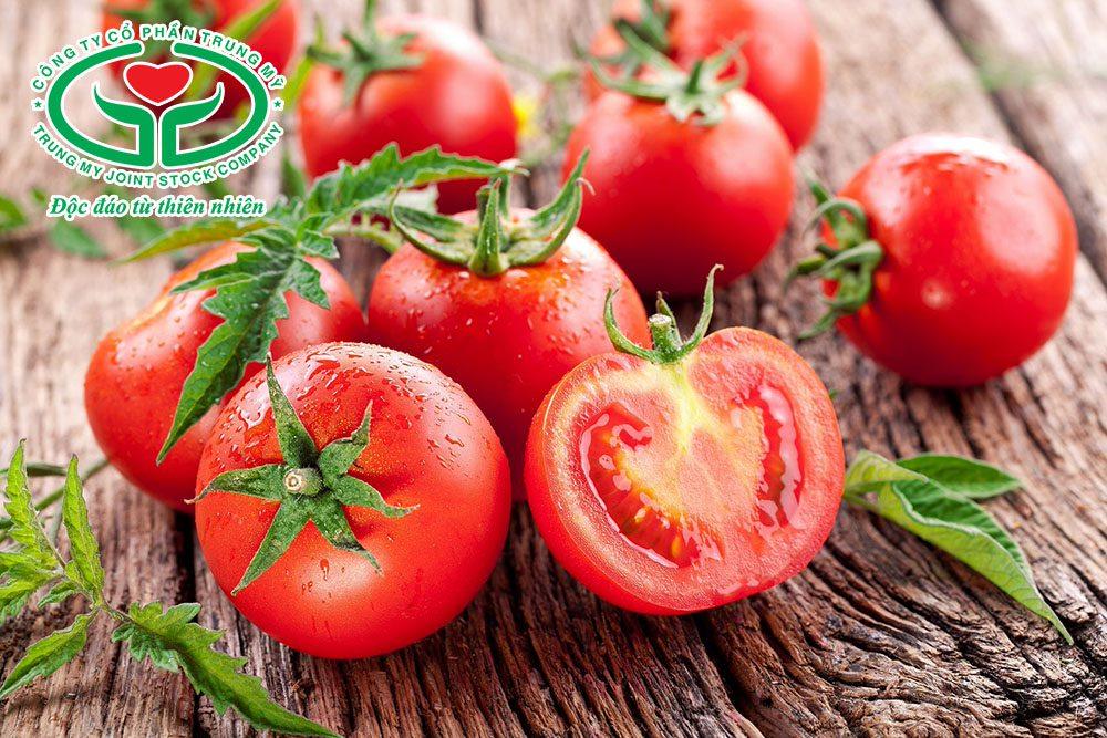 Cách chữa mồ hôi nách dân gian với cà chua rất đơn giản, dễ thực hiện